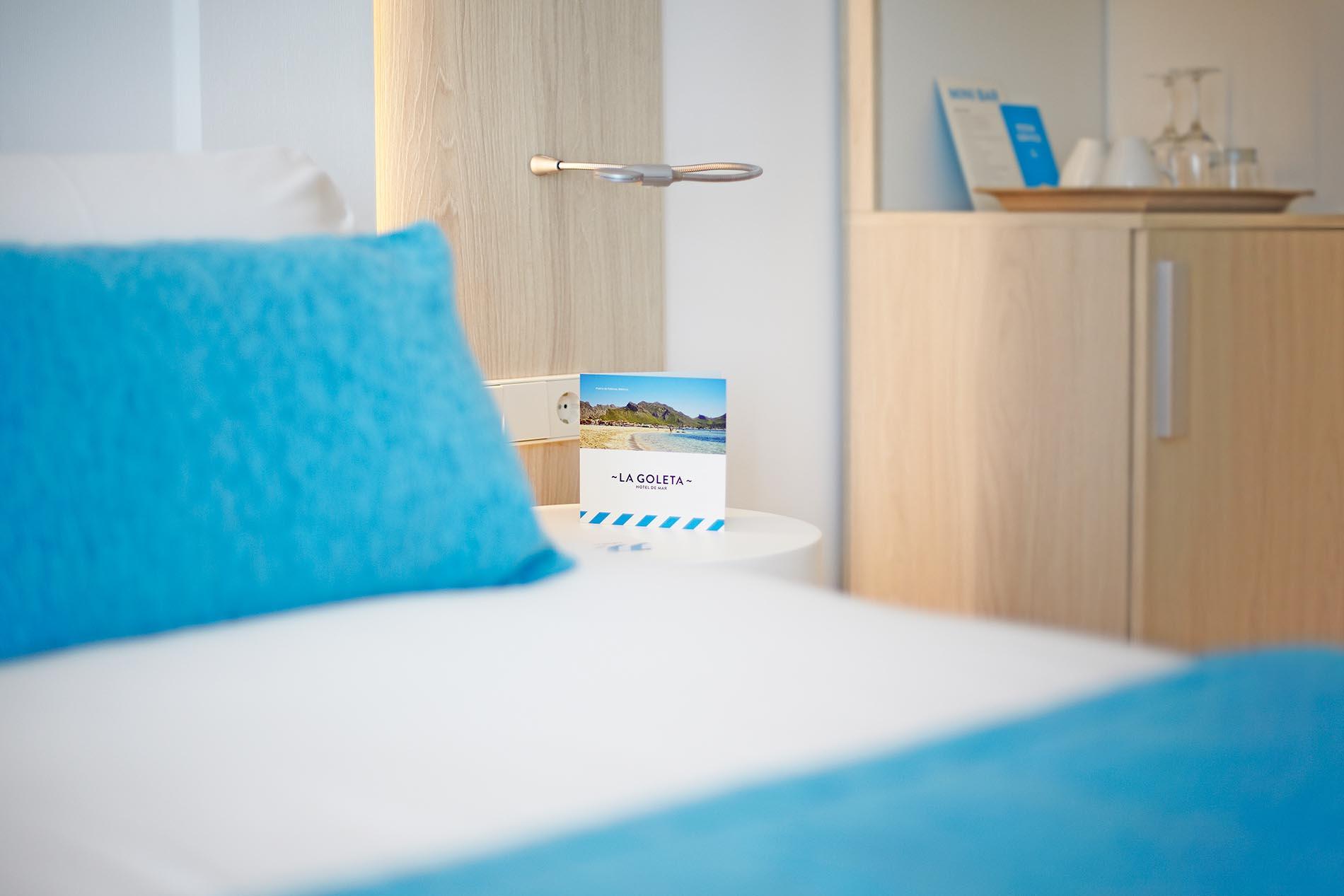 La Goleta hotel de mar branding habitación detalle